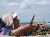 Pescador en el puerto de Essaouira